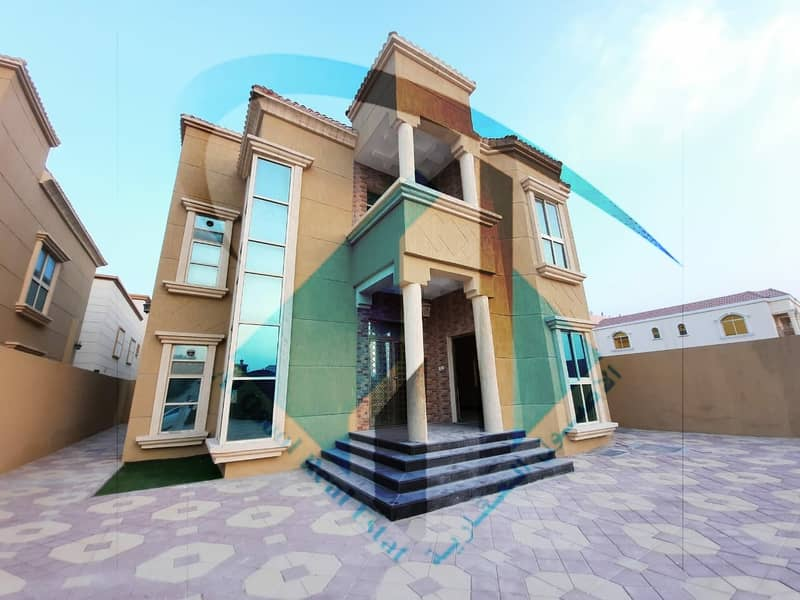 Villa for sale with a very large area and close to all services