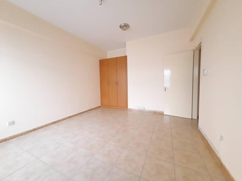 شقة في المجاز 2 المجاز 3 غرف 30000 درهم - 4741008
