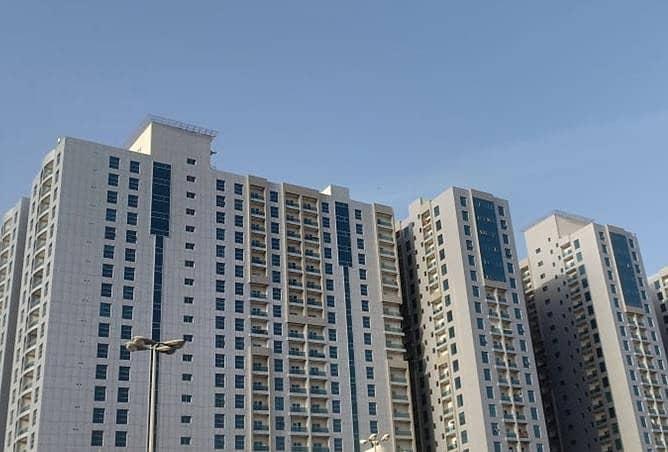 للبيع شقة غرفة وصالة بحمامين في سيتي تاور على شارع خليفة أدوار علوية.