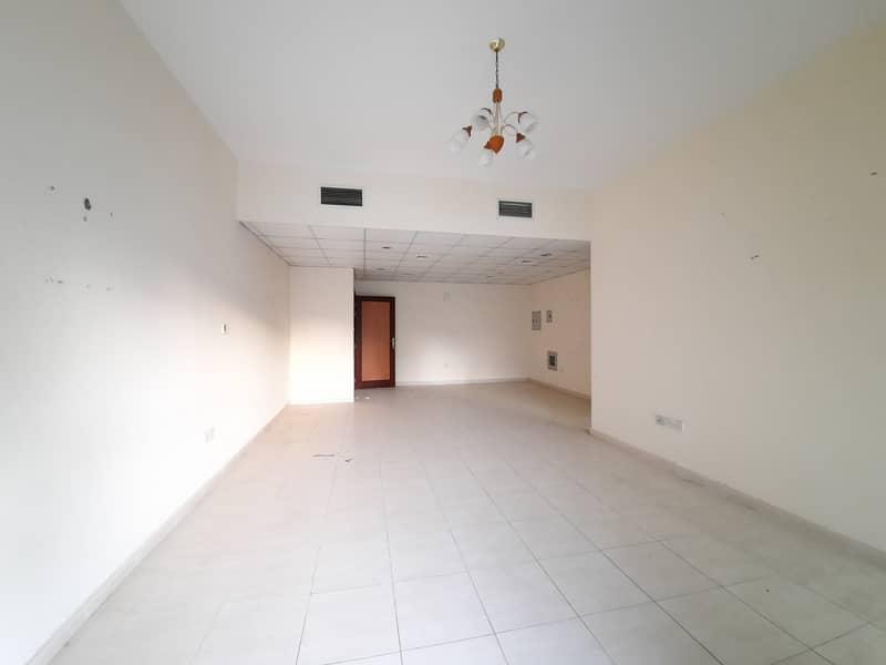 45 Days + Parking , Balcony , 6 chqs 42 Rent _ Al Wahda Street