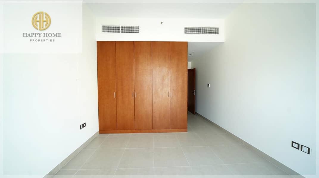 Brand New -Semi-Open kitchen - Low Floor