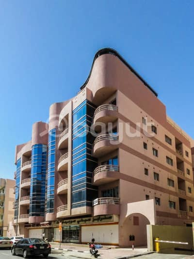 شقة 1 غرفة نوم للايجار في الكرامة، دبي - Well-finished 2 BHK apartments for rent in Oud Metha