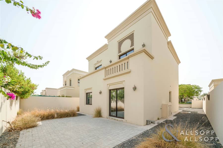 Vacant On Transfer | 3 Beds | Near Pool/Park