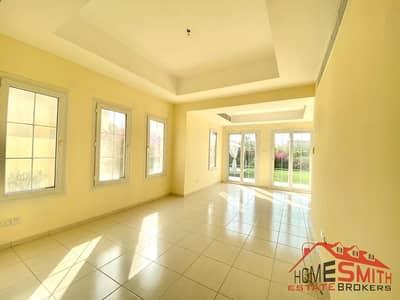 فیلا 3 غرف نوم للبيع في الينابيع، دبي - Upgraded | Full lake and Skyline | No Agents
