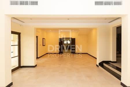 فیلا 5 غرف نوم للبيع في ذا فيلا، دبي - Single Row Landscaped Garden Granada Villa