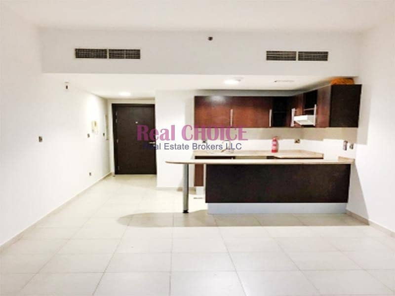 Fabulous flat in front of metro with less price