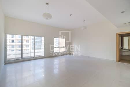 فلیٹ 2 غرفة نوم للايجار في واحة دبي للسيليكون، دبي - Spacious  2 bed Apt and Well-maintained Unit