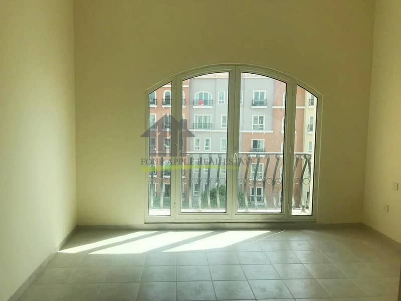 Vacant 2 Bedroom with Balcony