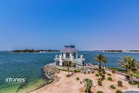 1 Bedroom Flat for Rent in Palm Jumeirah, Dubai - Superb Beachfront Living with Panoramic Sea View
