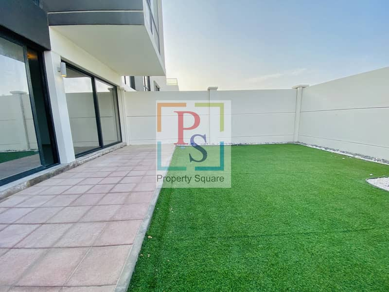 2 Hot Deal 5BR Villa with Big Terrace and Garden