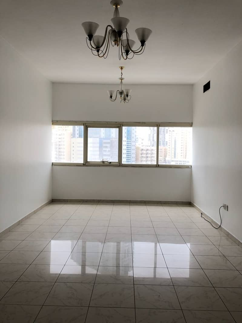 شقة في شارع الوحدة 2 غرف 30000 درهم - 4746383