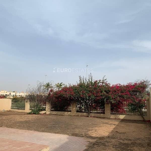 17 First-Class 4BR Duplex Villa|Lagoon View Al Hamra