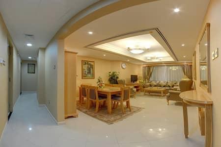 2 Bedroom Hotel Apartment for Rent in Deira, Dubai - LIVING ROOM