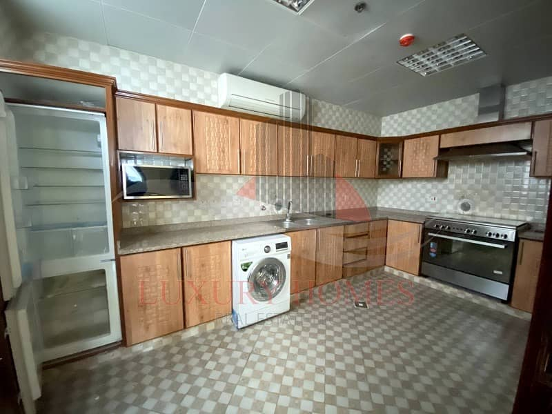 2 Outstanding Furnished Kitchen Basement Parking