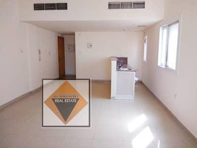 استوديو  للايجار في تجارية مويلح، الشارقة - شقة في تجارية مويلح 16000 درهم - 4747012
