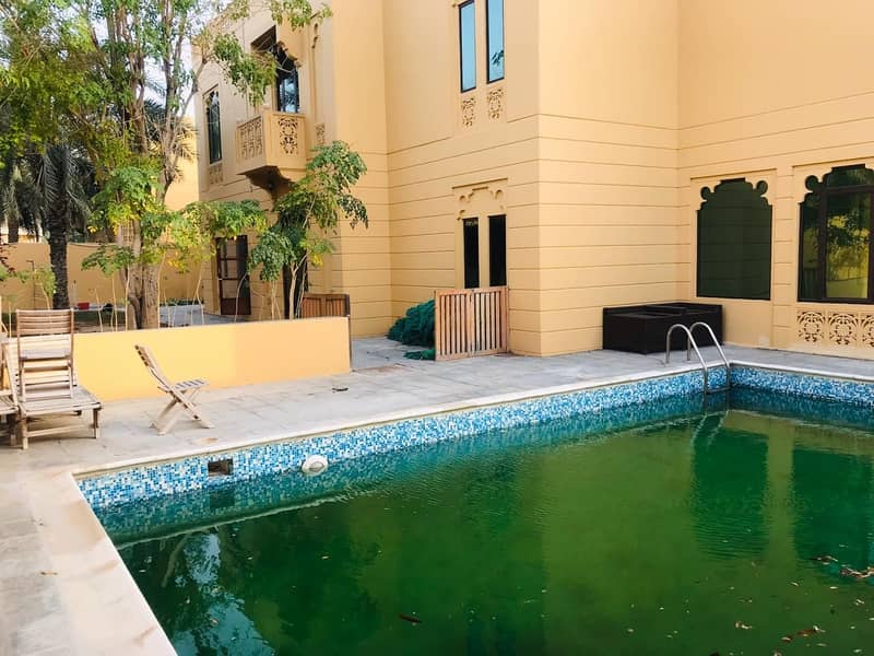 Amazing !6 Bed ! independent villa with pvt pool and garden in Jumeirah 1
