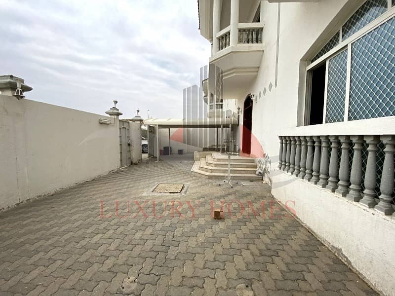 Good Location Main Road View Private Yard