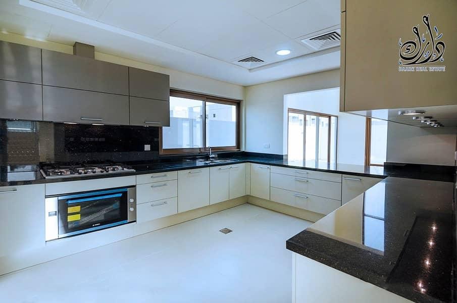 12 Ready to move in! Elegant Villa in Prime location!