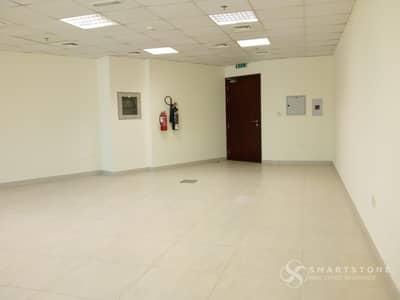 مکتب  للايجار في البرشاء، دبي - AMAZING PRICE FOR A FITTED SPACIOUS OFFICE l NICE BUILDING l GREAT VIEW / LOCATION W/ PUBLIC TRANSPORTATION