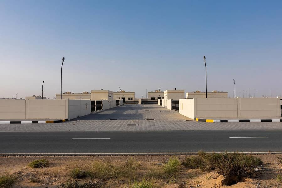 2 No Commission  - Ready to Move in Open Yard  - Prime Location  - Emirates Road 611
