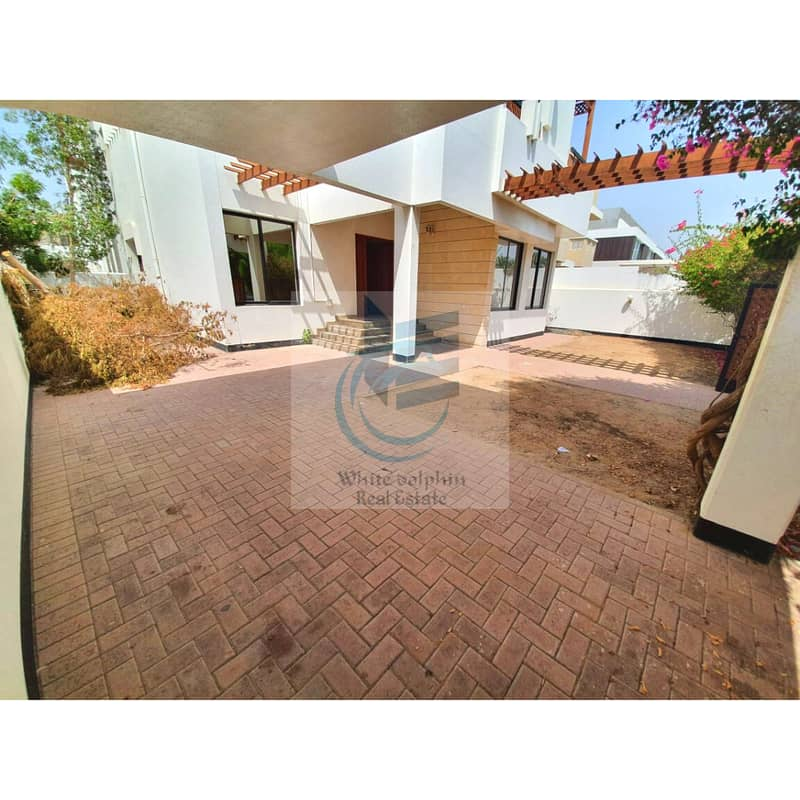 **DEAL**LARGE PRIVATE 3 BR-MAID-TV LOUNGE-PRIVATE GARDEN VILLA NEAR JUEMIRAH  MODEL SCHOOL FOR RENT