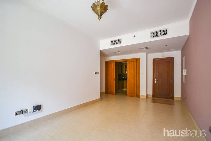 10 No construction | Communal view | Available