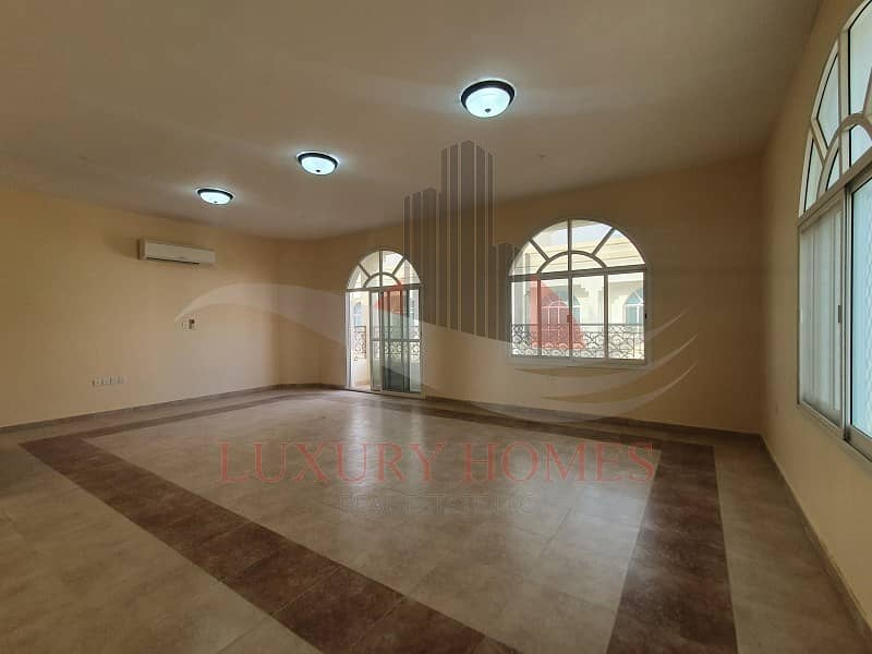 Stunning Spacious First Floor Apartment Near Mall
