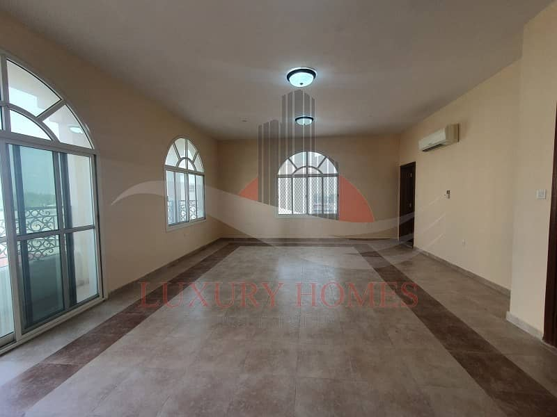 2 Stunning Spacious First Floor Apartment Near Mall