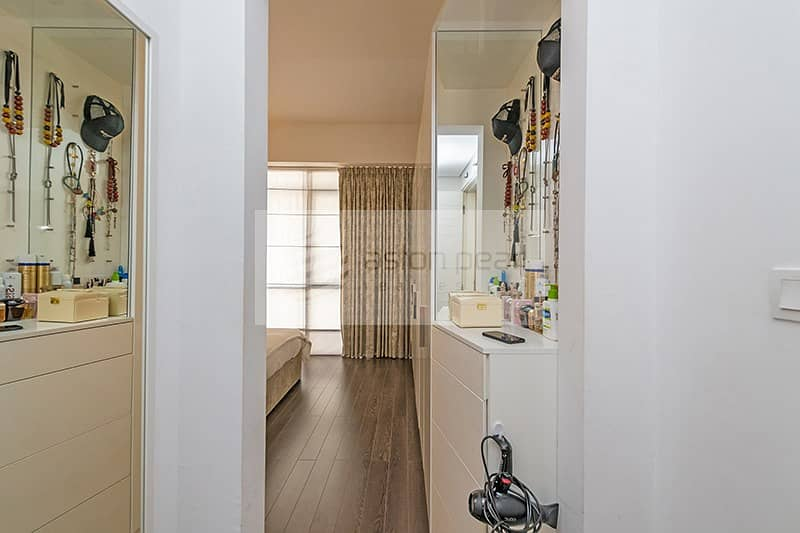 10 Upgraded Fully Furnished 1 BR   Ready to Move-In
