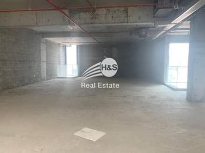 معرض تجاري  للايجار في أم سقیم، دبي - Shell and Core Showroom | Main Umm Suqeim Road