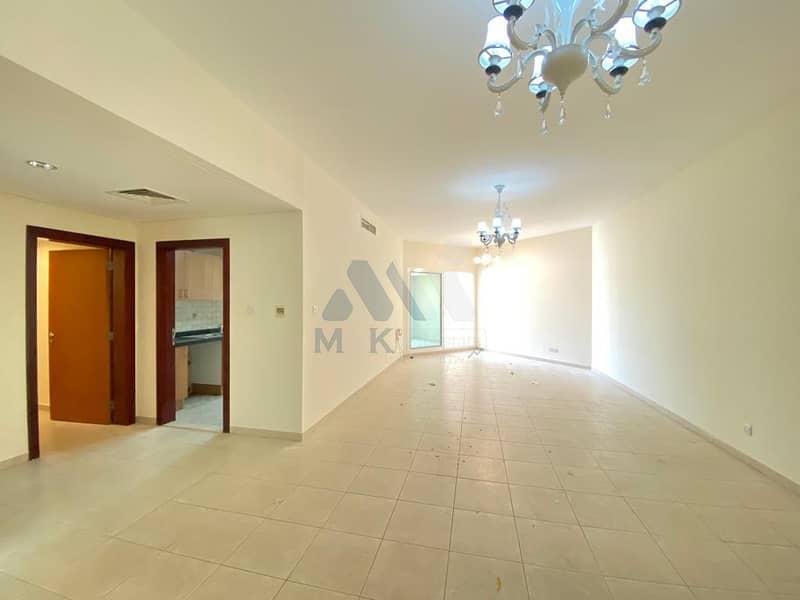شقة في بناية H1 الحضيبة 3 غرف 115000 درهم - 4756135