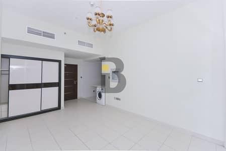Studio for Rent in Dubai Studio City, Dubai - Compact Studio with Contemporary Kitchen in Studio City