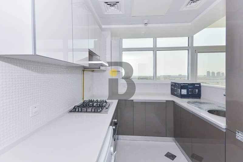 2 Elegant 2BR in Studio City|Fully Fitted Modern Kitchen