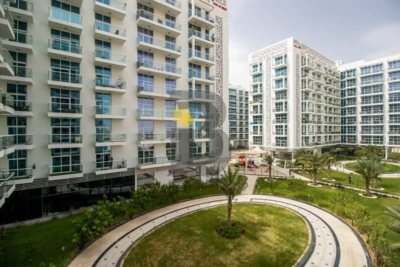 Affordable 2 bedroom with 2 parkings and a garden view