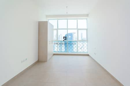 Studio for Rent in Business Bay, Dubai - Multiple Units | Easy Access | Fitted Kitchen