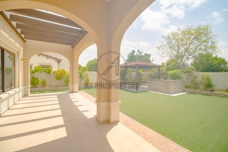 2 Spacious 6 Bedroom Villa | Park View | Rasha