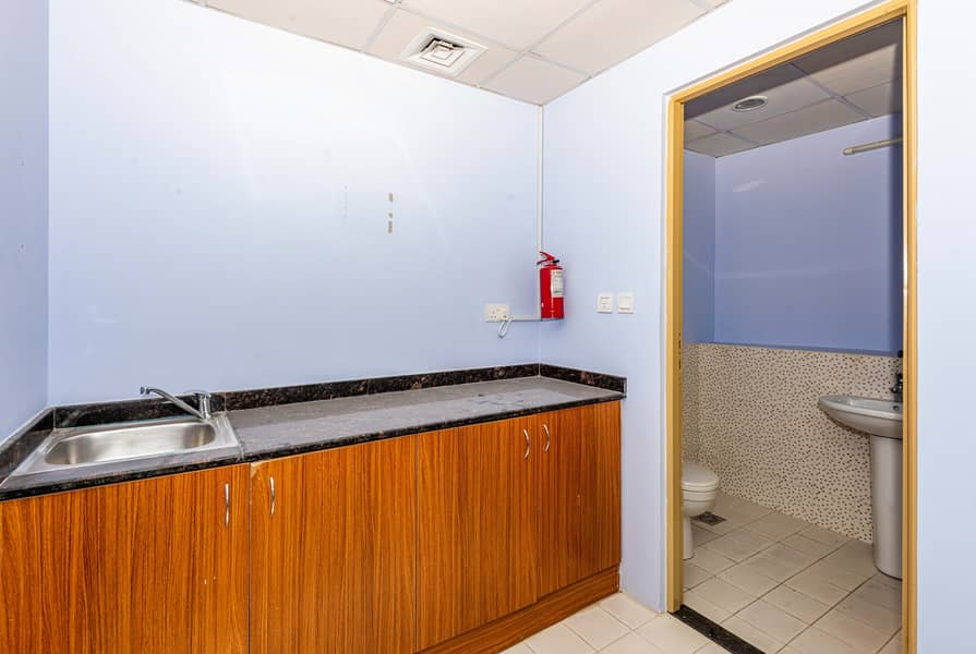 7 Well Maintained Fitted Office for Rent - JLT
