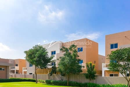 3 Bedroom Villa for Sale in Al Reef, Abu Dhabi - Delightful Single Row 3 BR Contemporary Villa In Al Reef