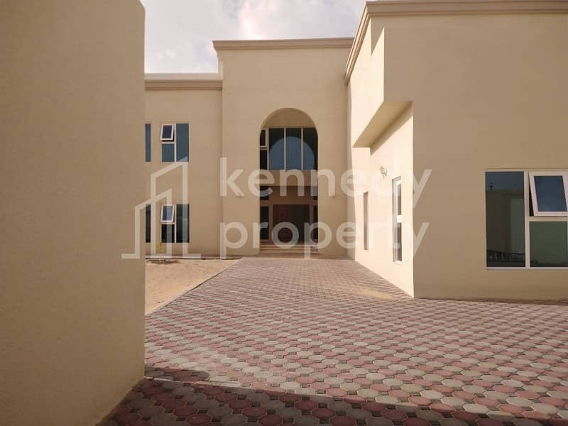 I Amazing Villa with Private Parking & Maid Room I