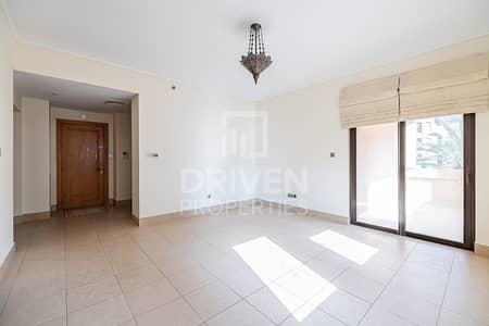 2 Bedroom Apartment for Rent in Old Town, Dubai - Well-maintained and Bright 2 Bedroom Apt