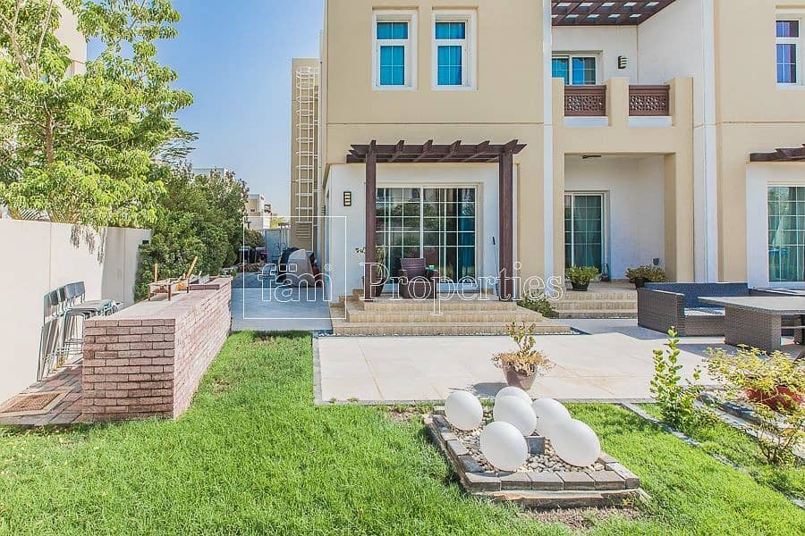 2 Large Independent Villa w/ High Privacy!