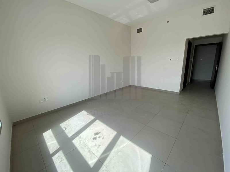 2 Distress 2 Bedroom Maidroom Corniche Tower for Sale