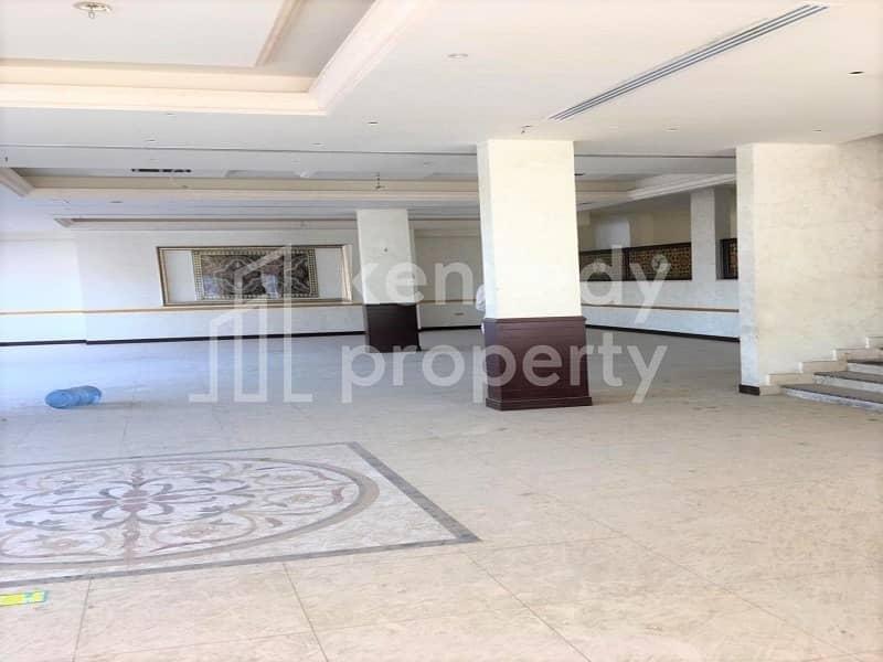 Huge Villa near Sheraton Khalidiya I Good Location