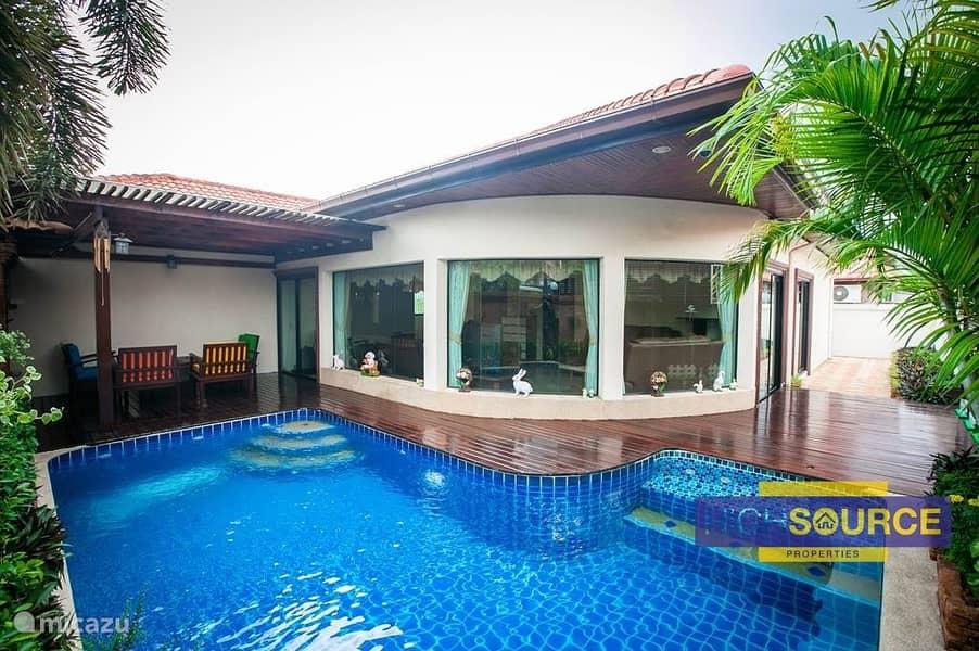 10 Cash Deal AED 4.62M   Spanish Style Luxury Villas.