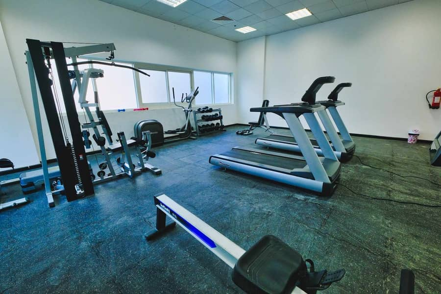 15 Shared gym | Close to restaurants | Contactless tours