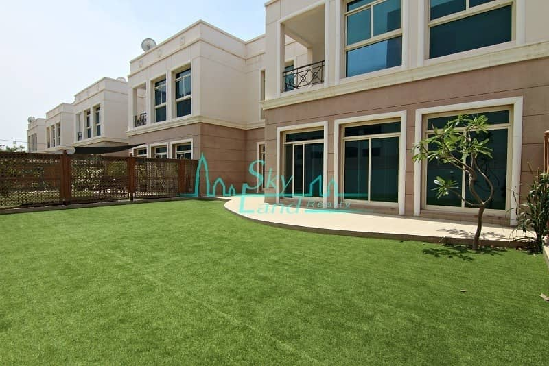 Amazing 4 bed |Beautiful garden| Shared pool | Gym