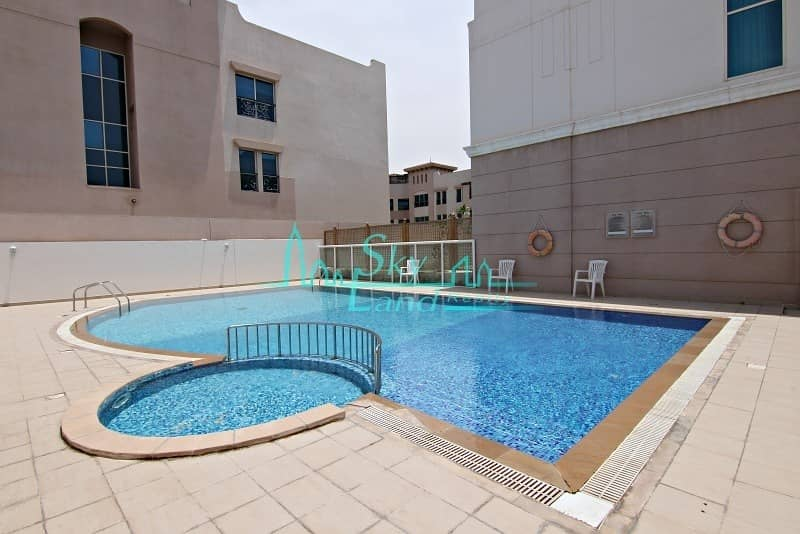2 Amazing 4 bed |Beautiful garden| Shared pool | Gym