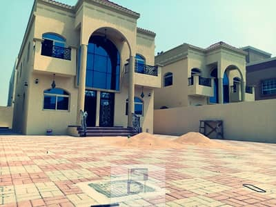 Excellent brand new Villa with excellent finish and location on the main road freehold for all nationalities.