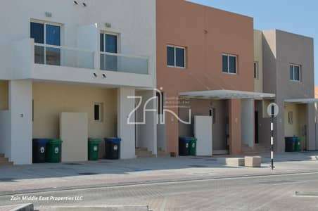 فیلا 2 غرفة نوم للبيع في الريف، أبوظبي - Upgraded Single Row 2+1 Villa in Great Location