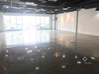 معرض تجاري  للايجار في مجمع دبي للاستثمار، دبي - Showroom with Warehouse-including 15% DIP charges in Rent-DIP.